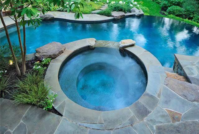 piscina desbordeante