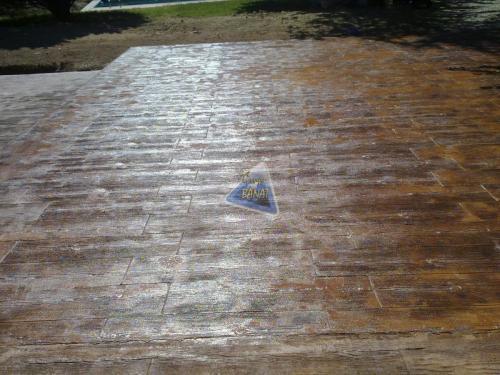 Solera hormigon impreso madera