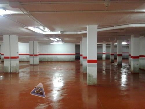 Hormigon pulido rojo en garaje comunidad