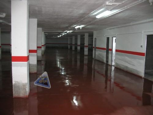 Suelo garaje con hormigón pulido rojo