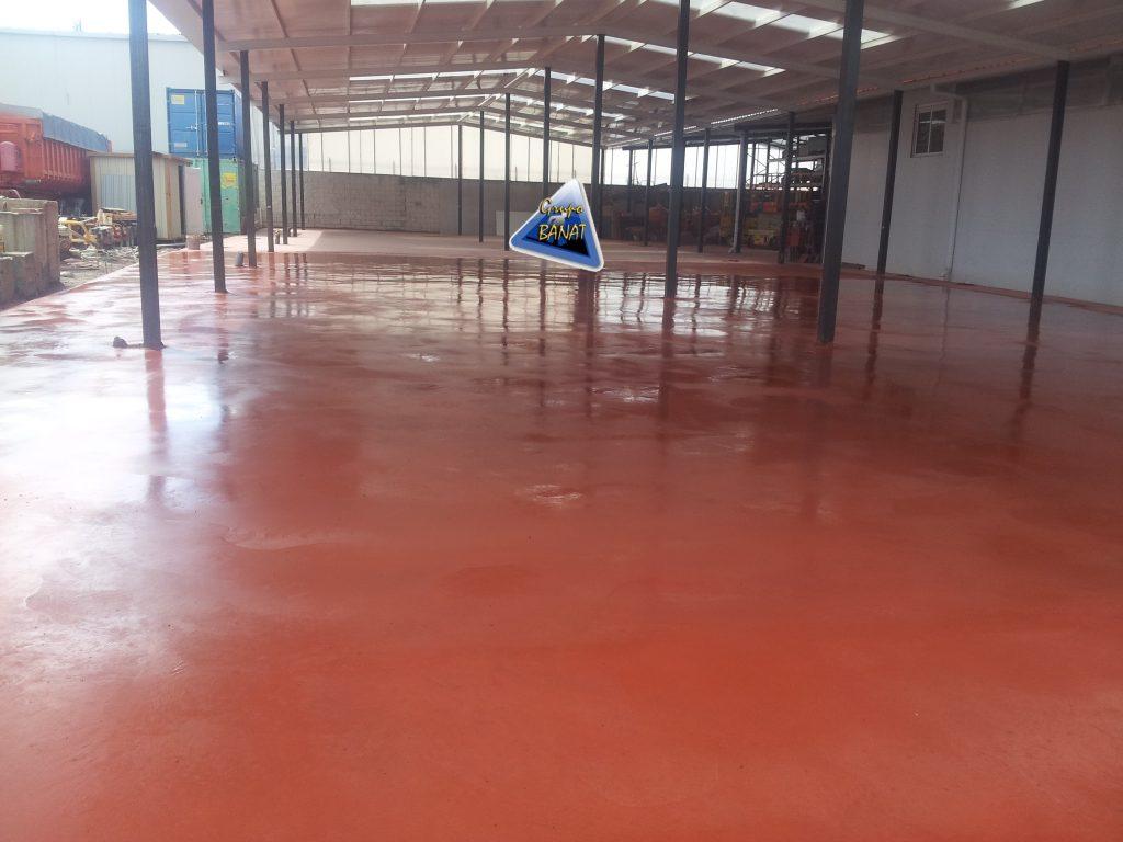 Pavimento de hormigón pulido rojo