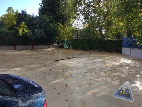 Hormigón semipulido gris en aparcamiento