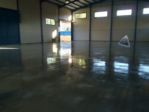 Pavimento de hormigón pulido gris