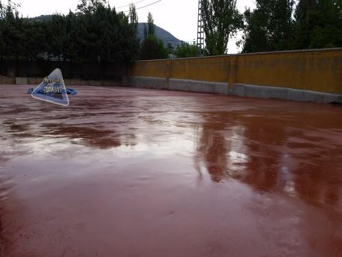 Pavimento monolitico de cuarzo rojo